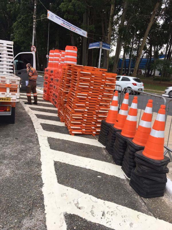 Locação de cones e cavaletes