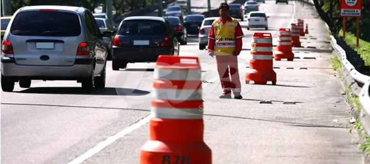 Super cones em bloqueios de avenidas de SP