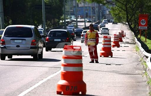 Super cone restringindo trânsito